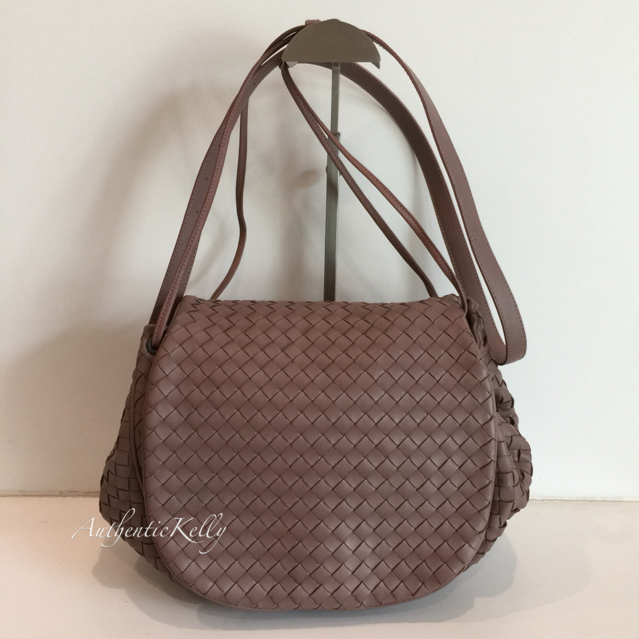 BOTTEGA VENETA Flap Messenger Bag Intrecciato Nappa Medium – AuthenticKelly 67ccf6330eca0