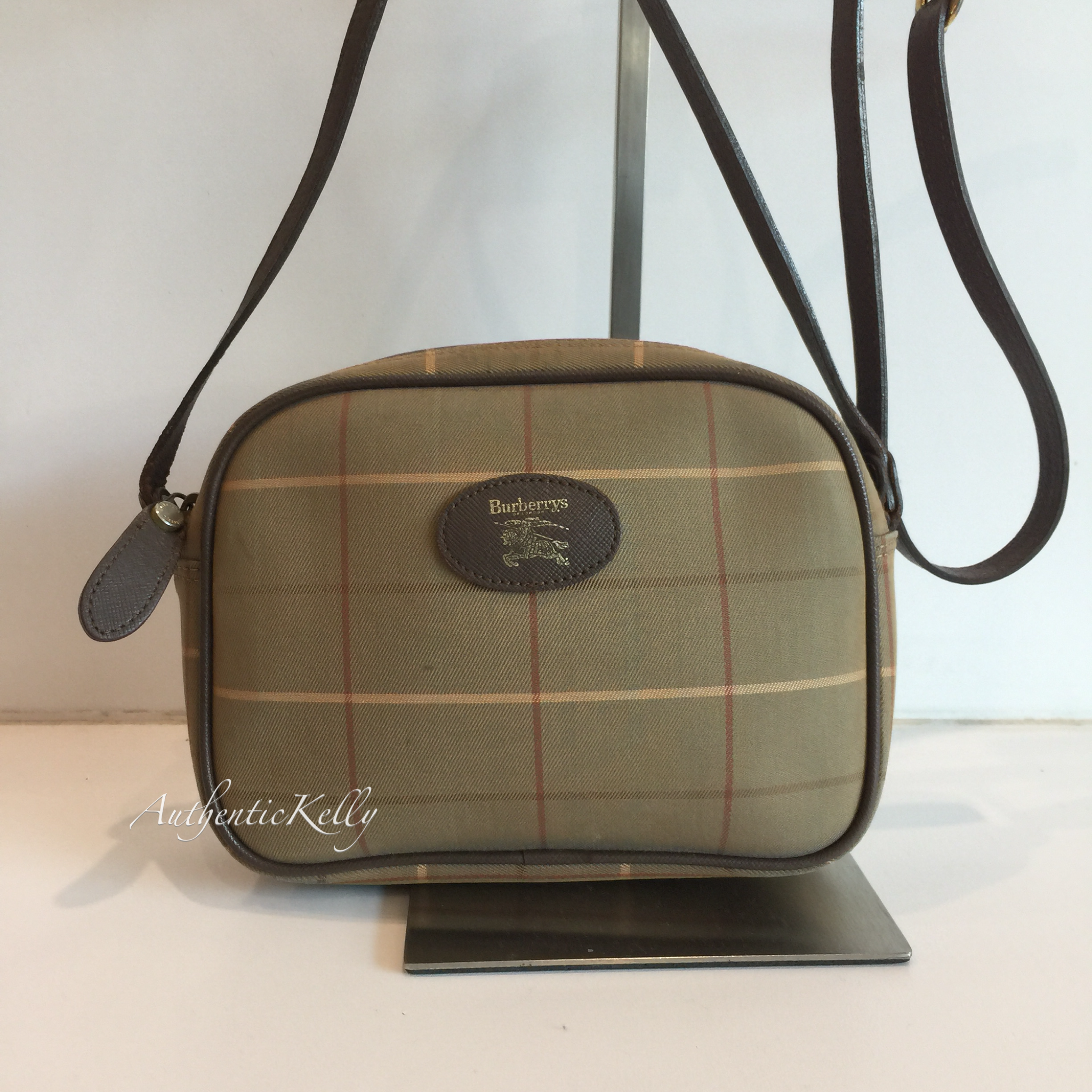 356968f79435 BURBERRY Vintage Sling Pouch – AuthenticKelly