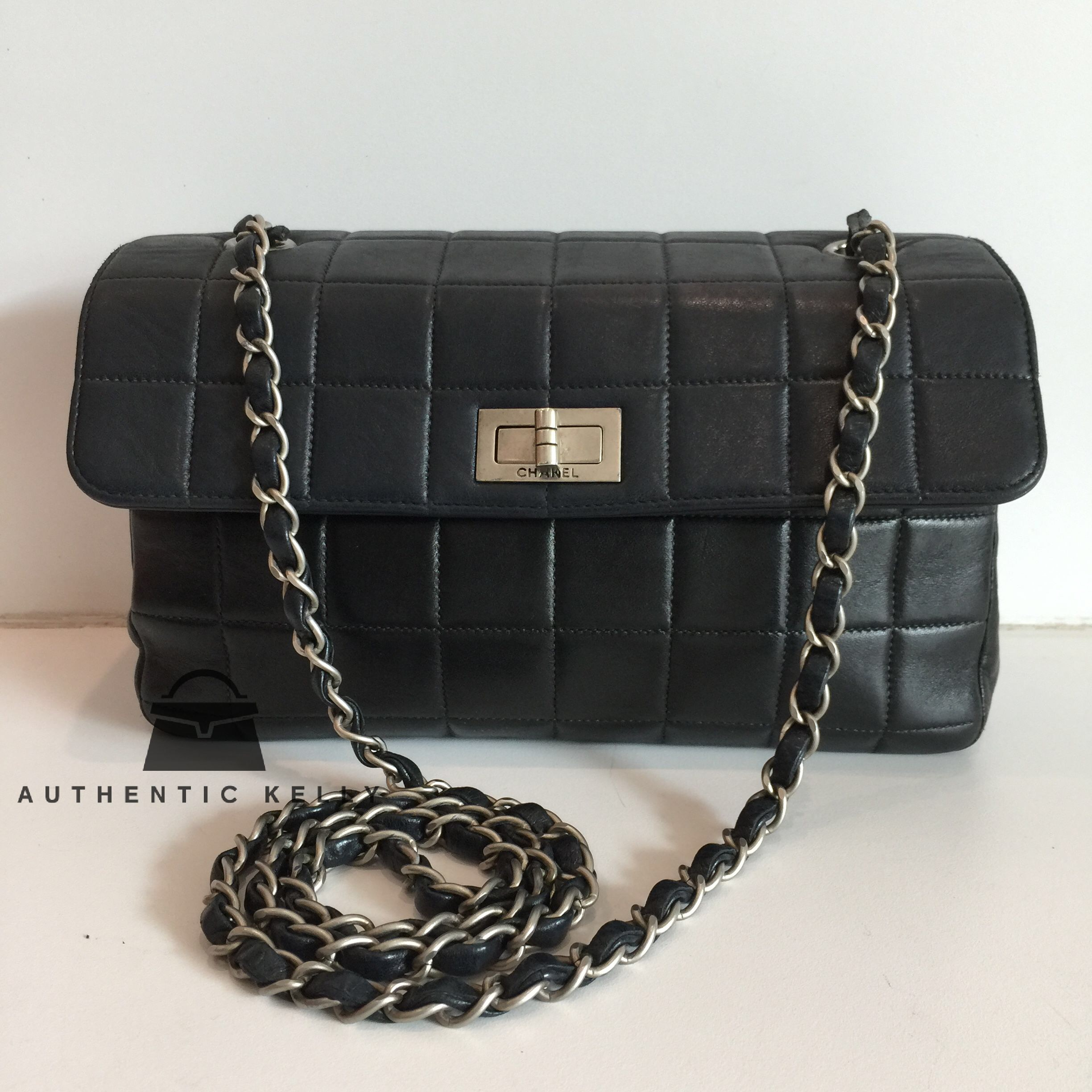 da8bb8d9956e CHANEL 2.55 Reissue Chocolate Bar Stitch Pattern Black Lambskin Crossbody  Bag – AuthenticKelly
